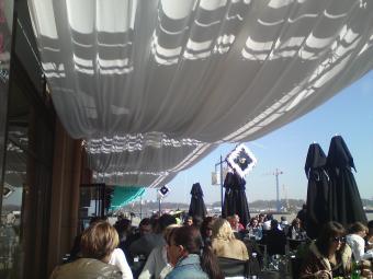 Tentures drapees et Masques exterieure decors architekturaclub